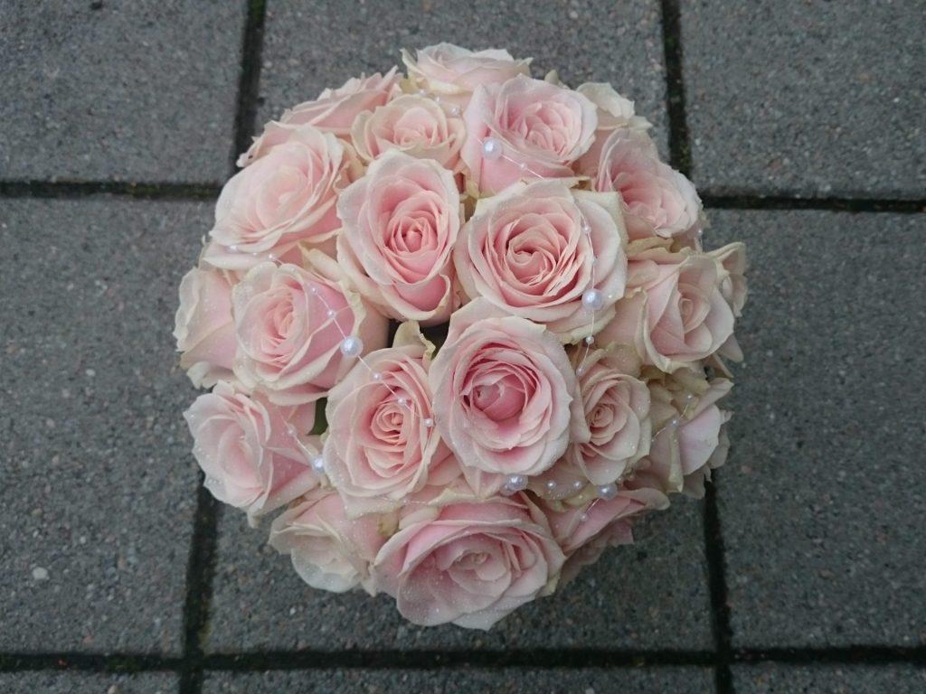 Brudebukett med rosa roser