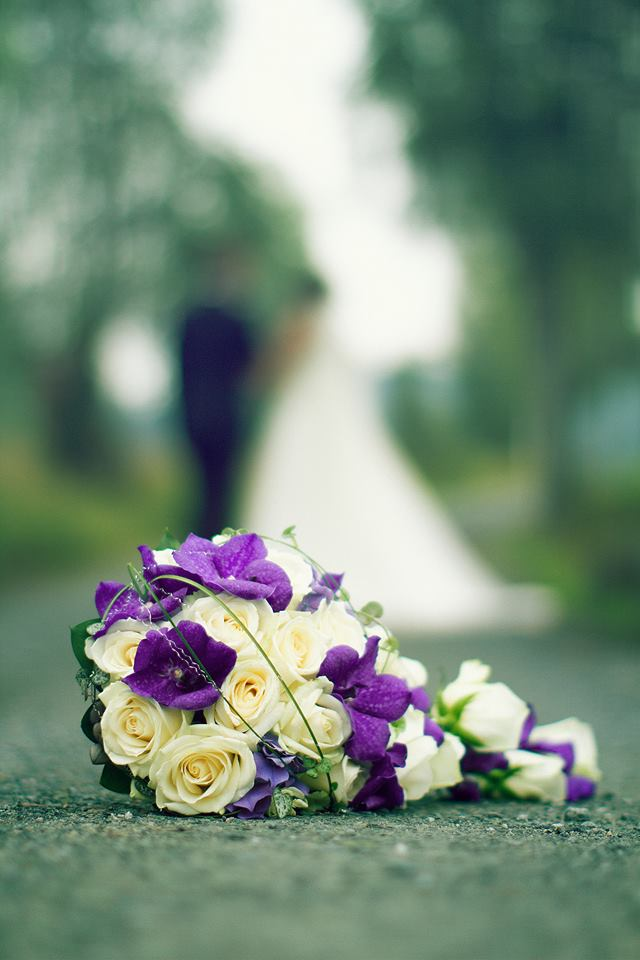 Brudebukett med roser og orkidéar (foto: Åsmund Reitan Hegglid)