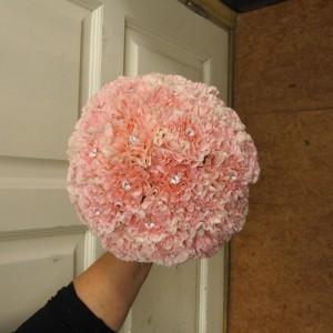 Brudebukett med rosa nellik og perler
